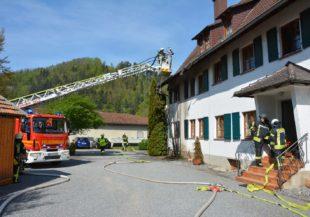 Brennende Thujahecke sorgte für Schaden an Wohngebäude
