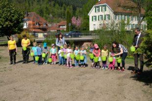 Kindergarten »Sternschnuppe« hilft beim Anlegen einer Wildblumenwiese