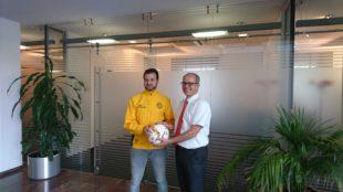Sparkasse spendet Derbyball für den ZFV