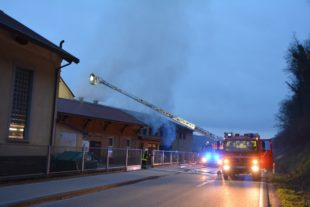 Brand im Fabrikgebäude sorgte für Großeinsatz