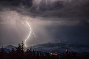 Vorsicht Hochspannung: Gewitter über Oberharmersbach