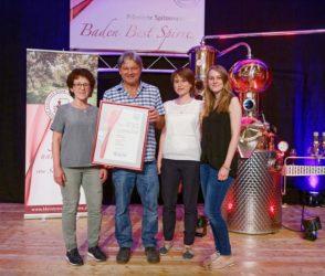 Familie Schwarz erringt Ehrenpreis bei der Branntweinprämierung