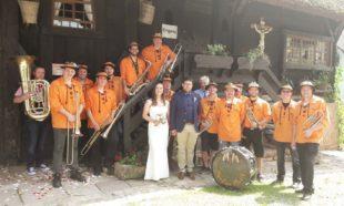 Mändigs-Musik gratuliert Marina und Stephan Isenmann zur Hochzeit