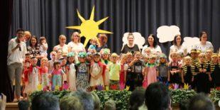 Kindergarten Villa Regenbogen feierte ein Frühlingsfest auf der Wiese