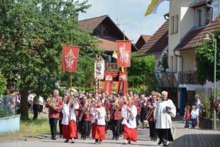 Glauben in die Gemeinde getragen