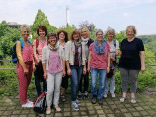 Frauengruppe als »Turm-Touristen«