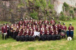 Musikverein Prinzbach-Schönberg spielt auf dem Schulhof
