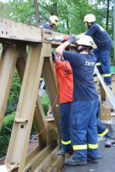 THW errichtet zweite Behelfsbrücke