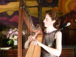 Harfenistin Nadia Birkenstock gastierte in der evangelischen Kirche