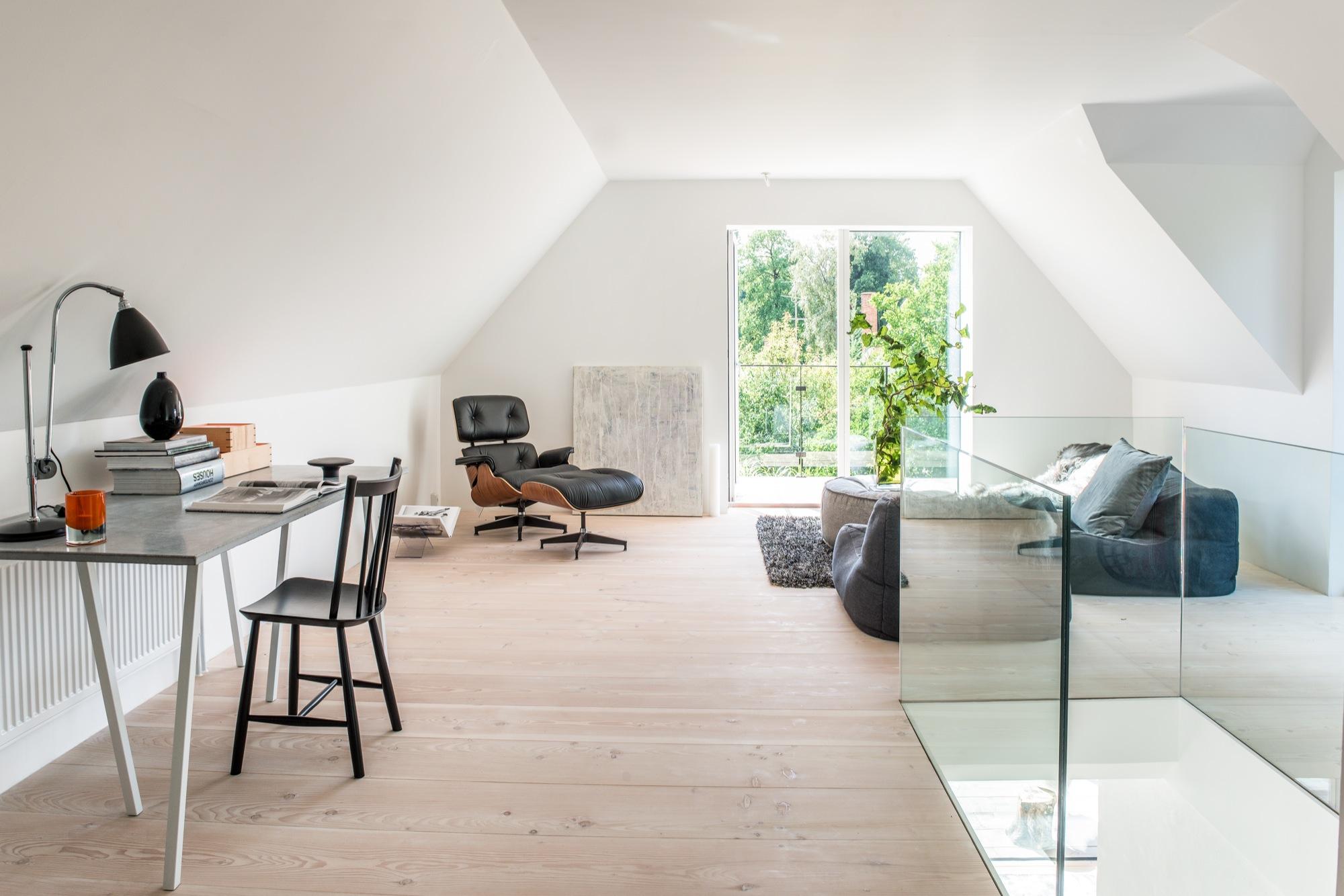 begeisternde dielenb den von pur natur schwarzw lder post. Black Bedroom Furniture Sets. Home Design Ideas