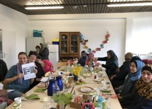Frauengruppe der Flüchtlinge lernt die deutsche Kultur kennen
