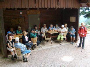 Senioren rund um den Raukasten unterwegs