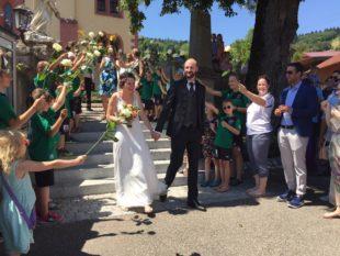 Große Gratulantenschar für Jürgen und Sandra Buchholz