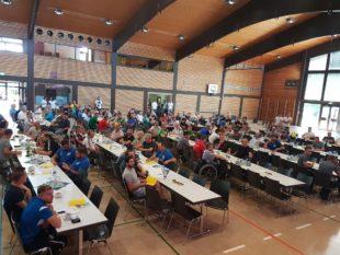 200 Vereinsvertreter trafen sich zum Bezirkstag der Fußballvereine