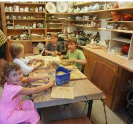 Modellieren und Keramikmalen