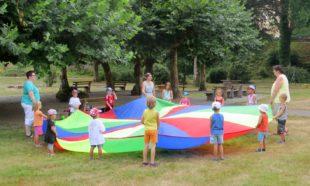 Kunterbunter Spielenachmittag im Kurpark mit dem KiWoGo-Team