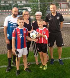 Edelfan und Damen-Duo spenden Spielball