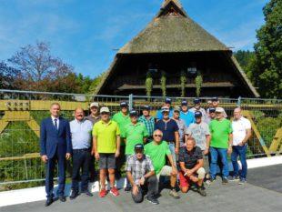 Tuggner Männerriege erobert zum Jubiläum den Schwarzwald
