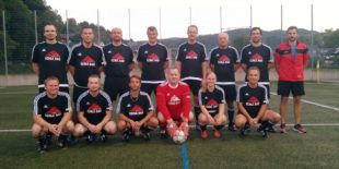 Echle Bau sponsert Trikots für den SV Oberharmersbach