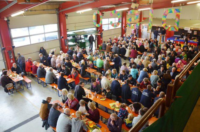 Herbstfest der Zeller Feuerwehr mit Retro-Schlager-Disco-Party