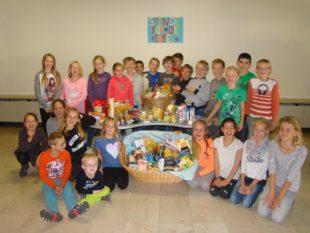Kinder der Brandenkopf-Schule sorgen für einen reich gedeckten Tisch
