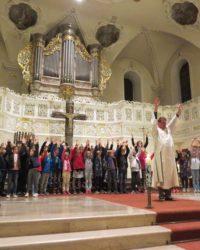 54 Kinder begeben sich auf den Weg zum Weißen Sonntag