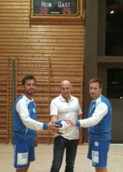 Thomas Vollmer spendet Sieger-Spielball