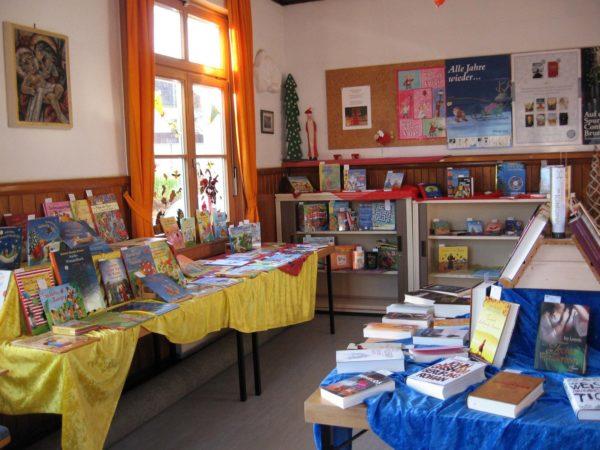 Kath. Bücherei Biberach: Buchausstellung mit Kaffee und Kuchen