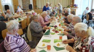 Rosenkranzandacht und Herbstfest beim Zeller Altenwerk