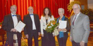 Einmal Gold und einmal Silber für zwei langjährige Chormitglieder