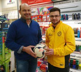 Papierhaus Bechert spendet Spielball
