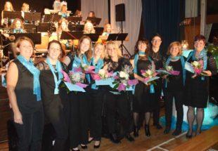 Sieben Mitglieder des Gitarrenvereins für langjährige Zugehörigkeit geehrt