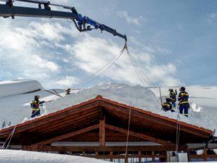 Drei THW-Helfer im Schneeeinsatz