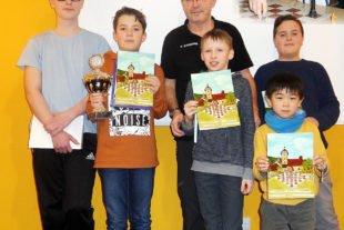 Tim Rissler gewinnt Jugendturnier Ein spannendes Schachturnier mit vielen Erfolgserlebnissen