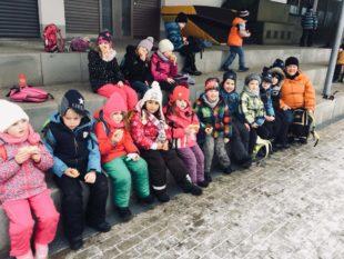 Eiskalte Sternwanderung für neun Klassen am Wintersporttag
