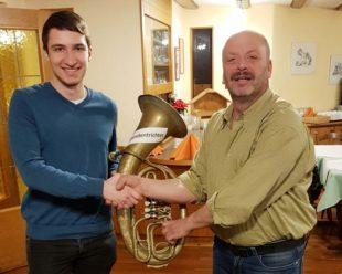 Tenorhorn wurde mit 128 Euro Spenden für die Bläserjugend gefüllt