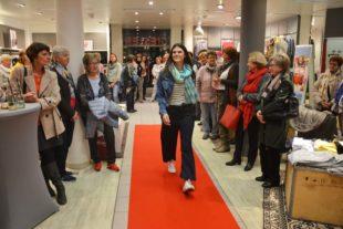 Die Frühlings-Modetrends und Rosen für die Mode-Giesler-Kundinnen