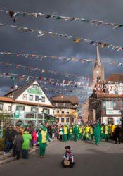 Beim Fasentumzug in Oberharmersbach konnten mehrere Jubiläen gefeiert werden