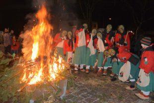 Ende der Narretei: Die Hexe ist in Flammen und Rauch aufgegangen