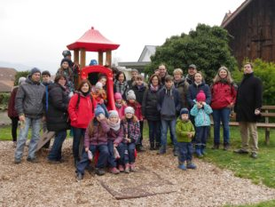 Biber und Osterhase finden mit Familiengruppe den Ostermarkt