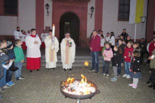 Christen feiern die Osterbotschaft