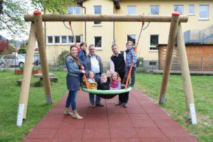 Endlich eine Vogelnest-Schaukel für den Kindergarten St. Blasius