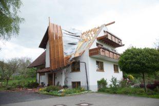 Sturm macht Haus unbewohnbar