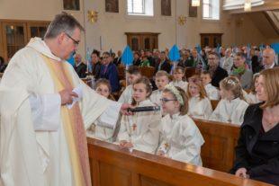 53 Kinder feiern ihre Erstkommunion