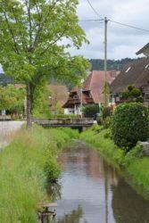 Am Dorfbach kurzfristige Objektschutzmaßnahmen gefordert