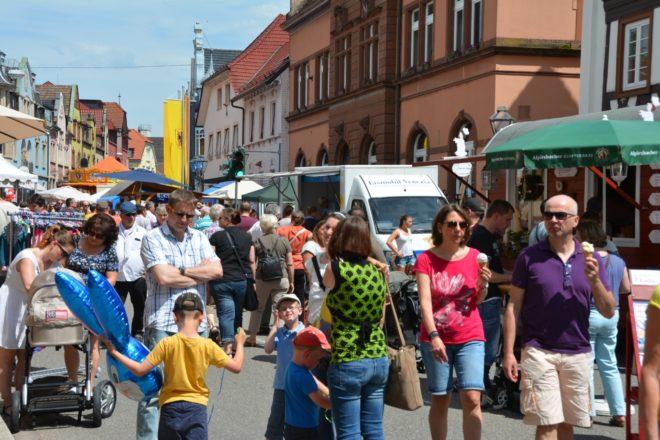 Maifest mit verkaufsoffenem Sonntag