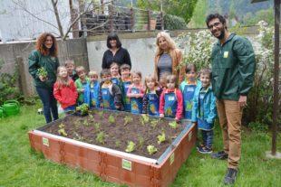 Kinder werden zu Mini-Gärtnern