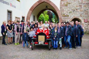 Homberle der Fasendgemeinschaft Städtle im »Hochzeits-Spalier-Marathon«