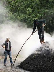 Familiennachmittag am Nordracher Kohlemeiler lud zum Mitmachen ein