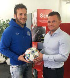 SCO-Regisseur Waldemar Kraus spendet FVU-Spielball